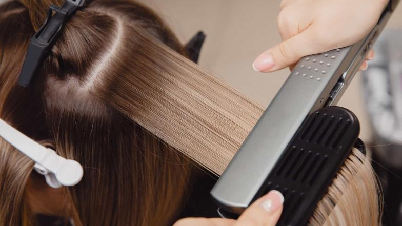 For this reason you should not forget to clean your hair straightener