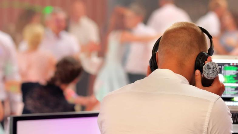 Bride fell in love with wedding DJ