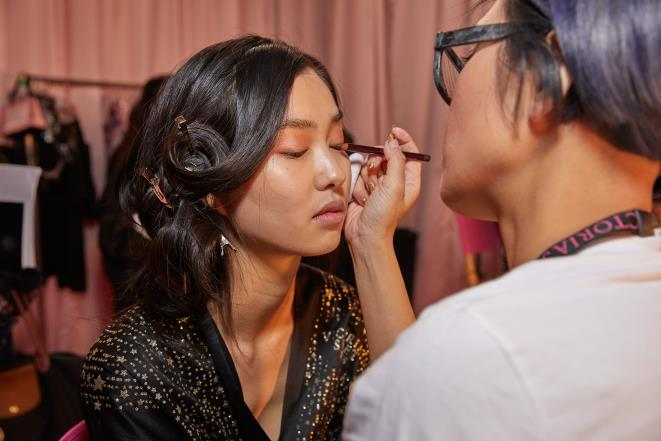 Ah! You should pay attention to this if you wear makeup and lenses