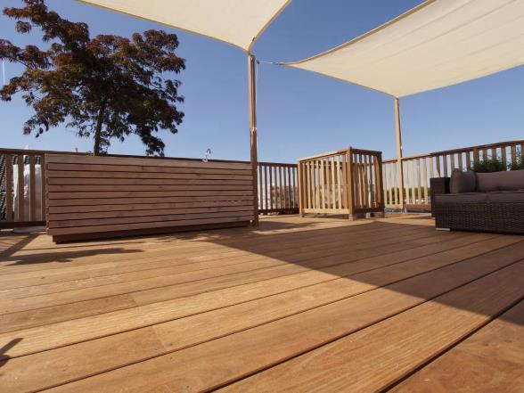 Enjoy the shade on your roof terrace!