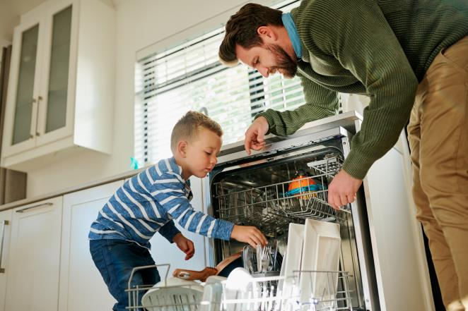 The parenting issue: should my child already help in the house?